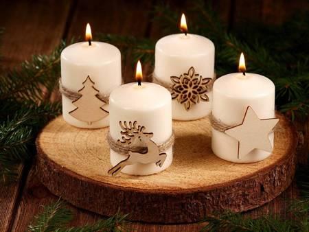 Komplet 4 świec na drewnianym plastrze